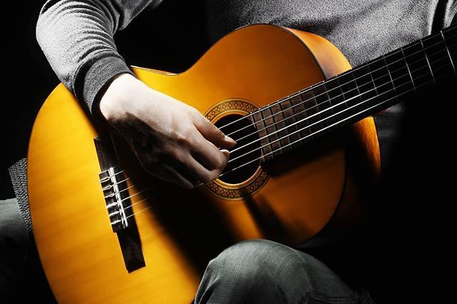 Быстро научиться играть на гитаре вполне возможно с интерактивным порталом Pimaschool