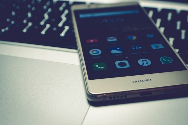 Китайский реванш: продажи Huawei выросли на фоне снижения выручки Apple