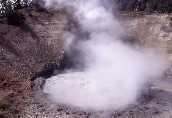 Ученые обосновали вероятность извержения супервулкана Йеллоустон