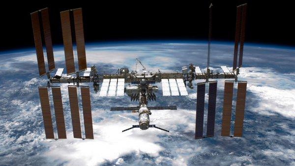 NASA придётся отвечать: Россия возмущена запахом спирта на МКС