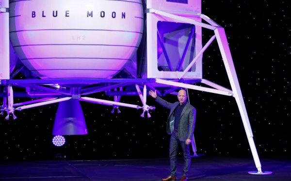 Джефф Безос представил макет космического аппарата для высадки на Луну
