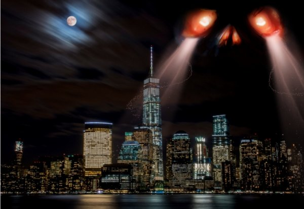 Взгляд Бога? Огромное существо со светящимися глазами осматривало Нью-Йорк