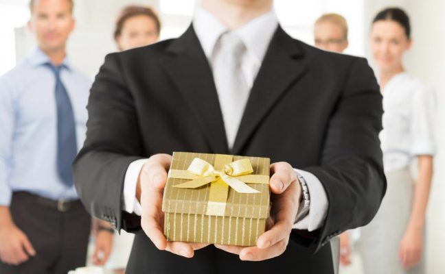 Рекомендации по выбору подарка коллеге при увольнении