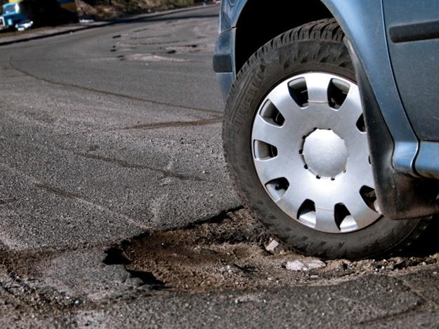 Насколько долго хватает ямочного ремонта дороги