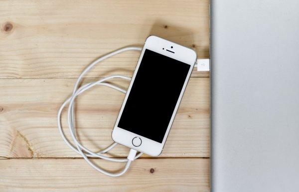 IT-специалист рассказал о вреде зарядки смартфона на протяжении ночи