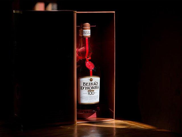 Элитный алкоголь в красивой упаковке - всегда статусный подарок