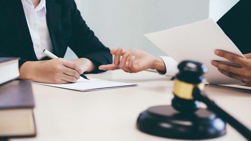 Помощь юридическим лицам в правовых вопросах