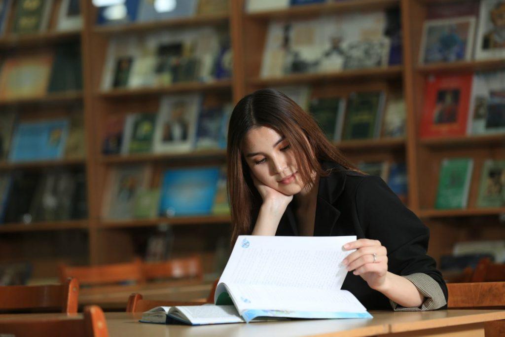 Как студенту из Казахстана написать курсовую работу на русском языке
